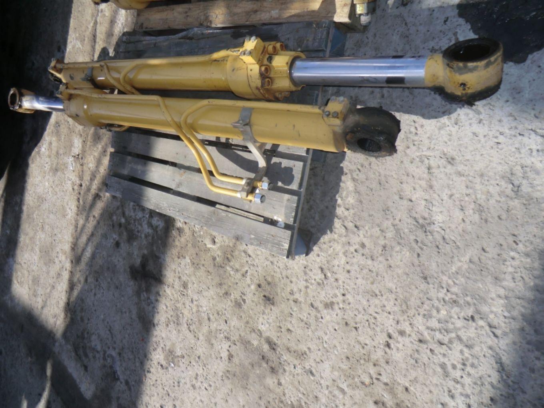 N. 2 cilindri di sollevamento