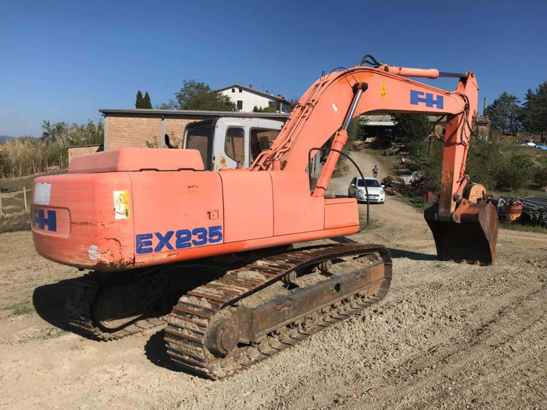 Escavatore cingolato in discrete condizioni. Compl