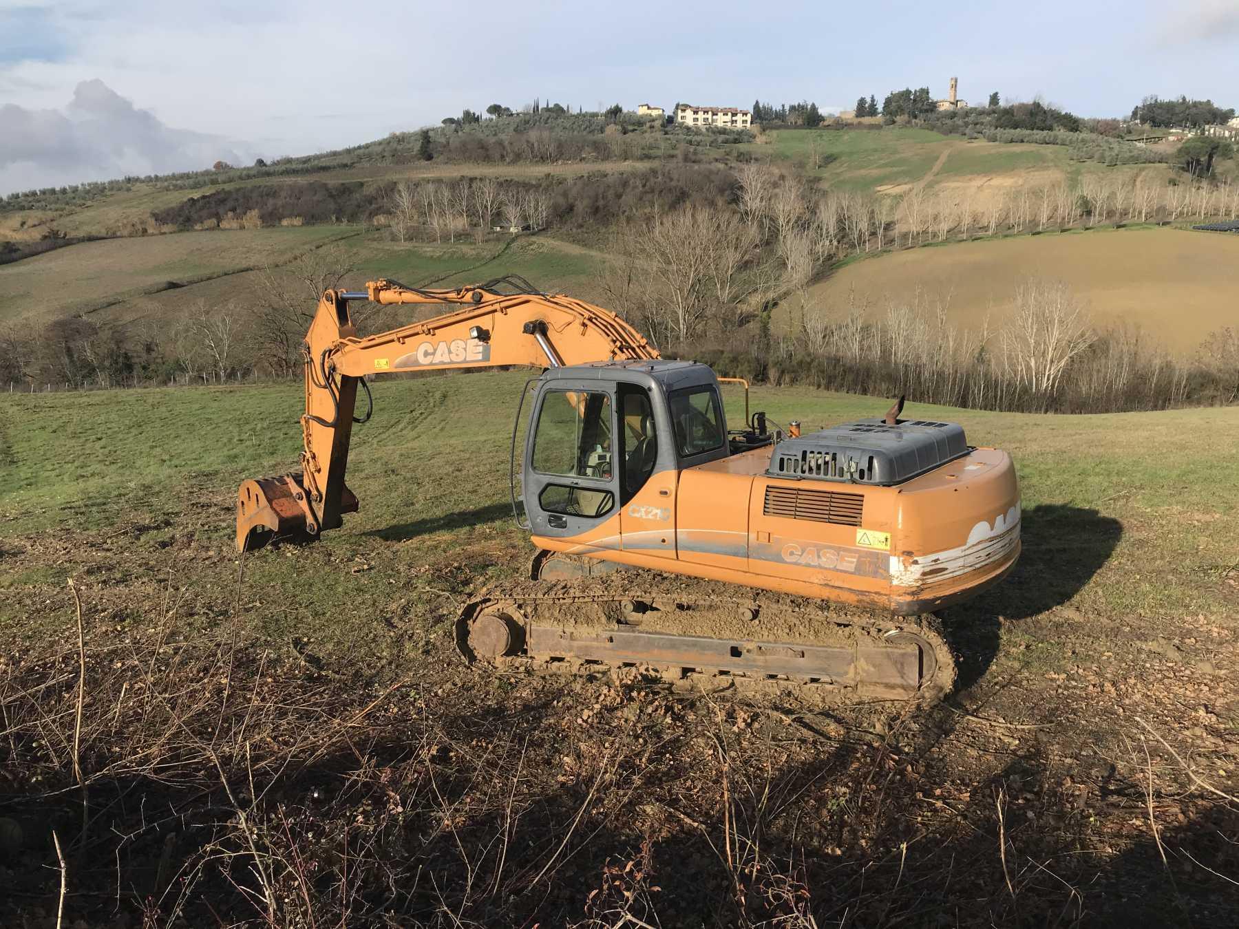Escavatore cingolato in discrete condizioni.