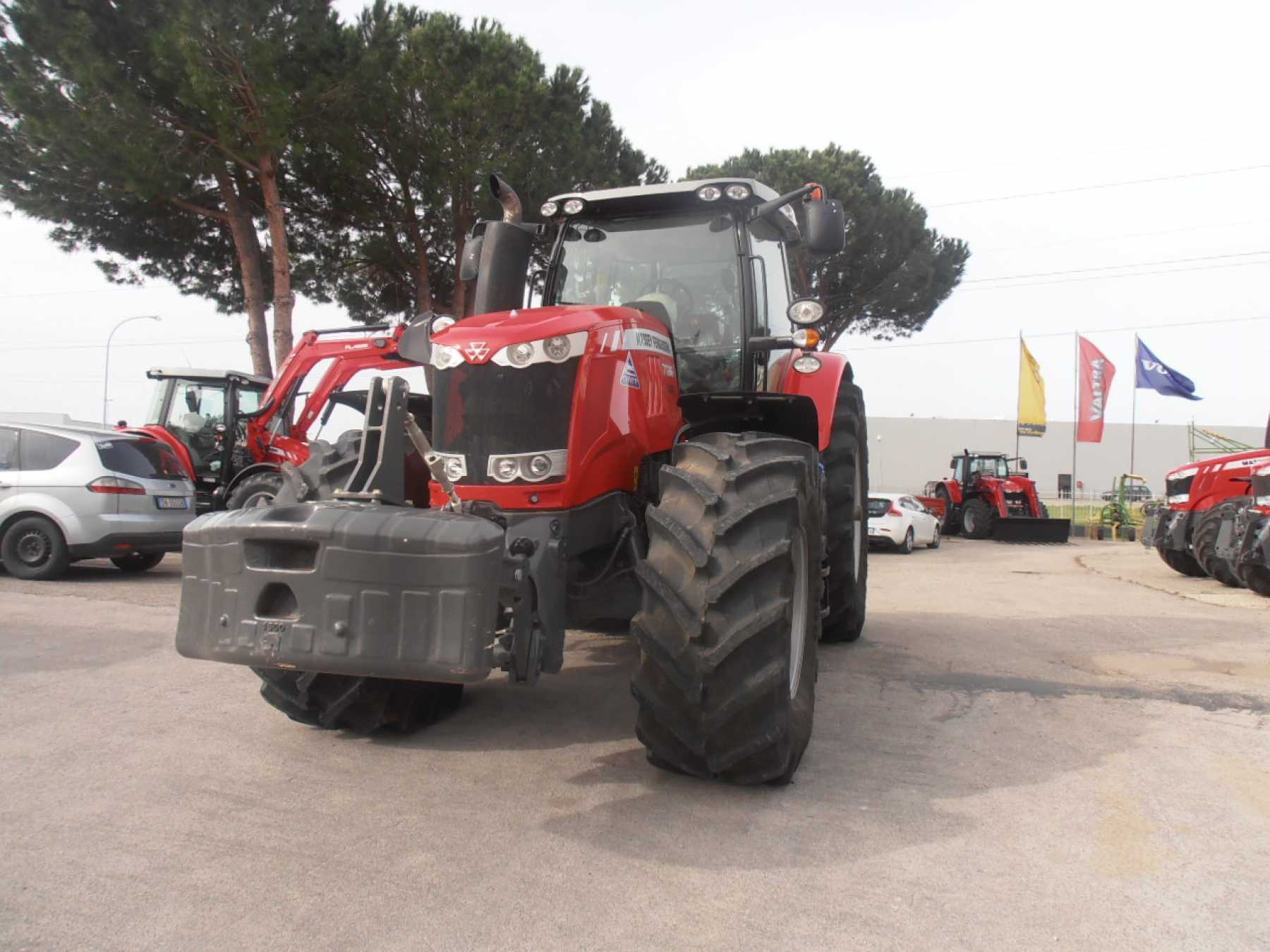 Trattore agricolo Massey Ferguson Dyna 6 Exclusive.