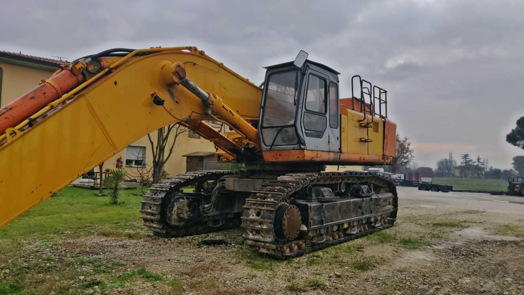 Escavatore cingolato usato completo di cabina. Car