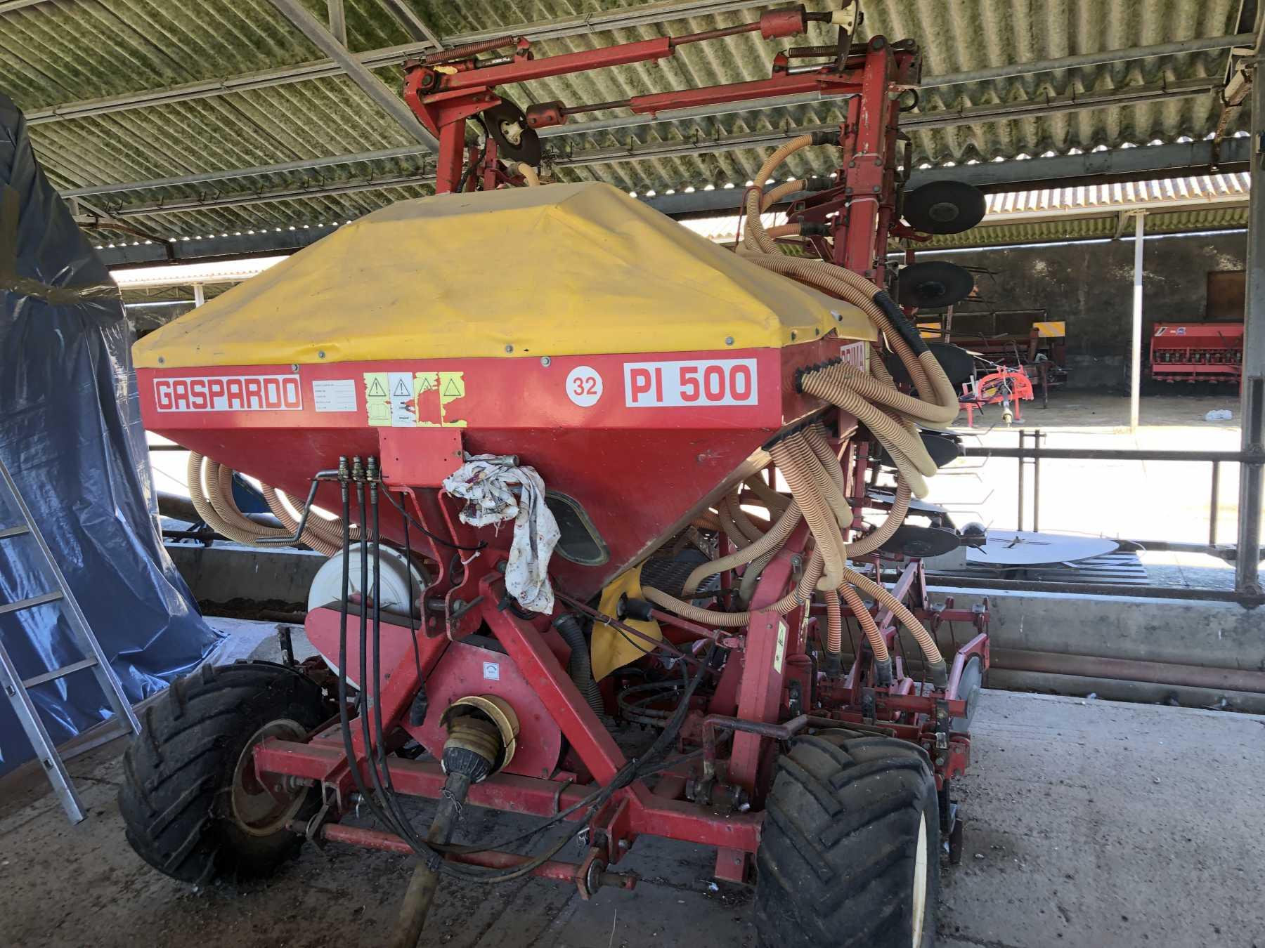 Seminatrice cereali pneumatica portata.  32 file a