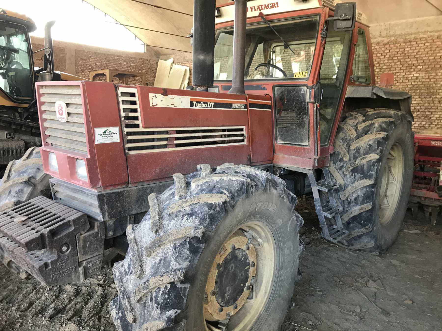 Trattore agricolo in buone condizioni.