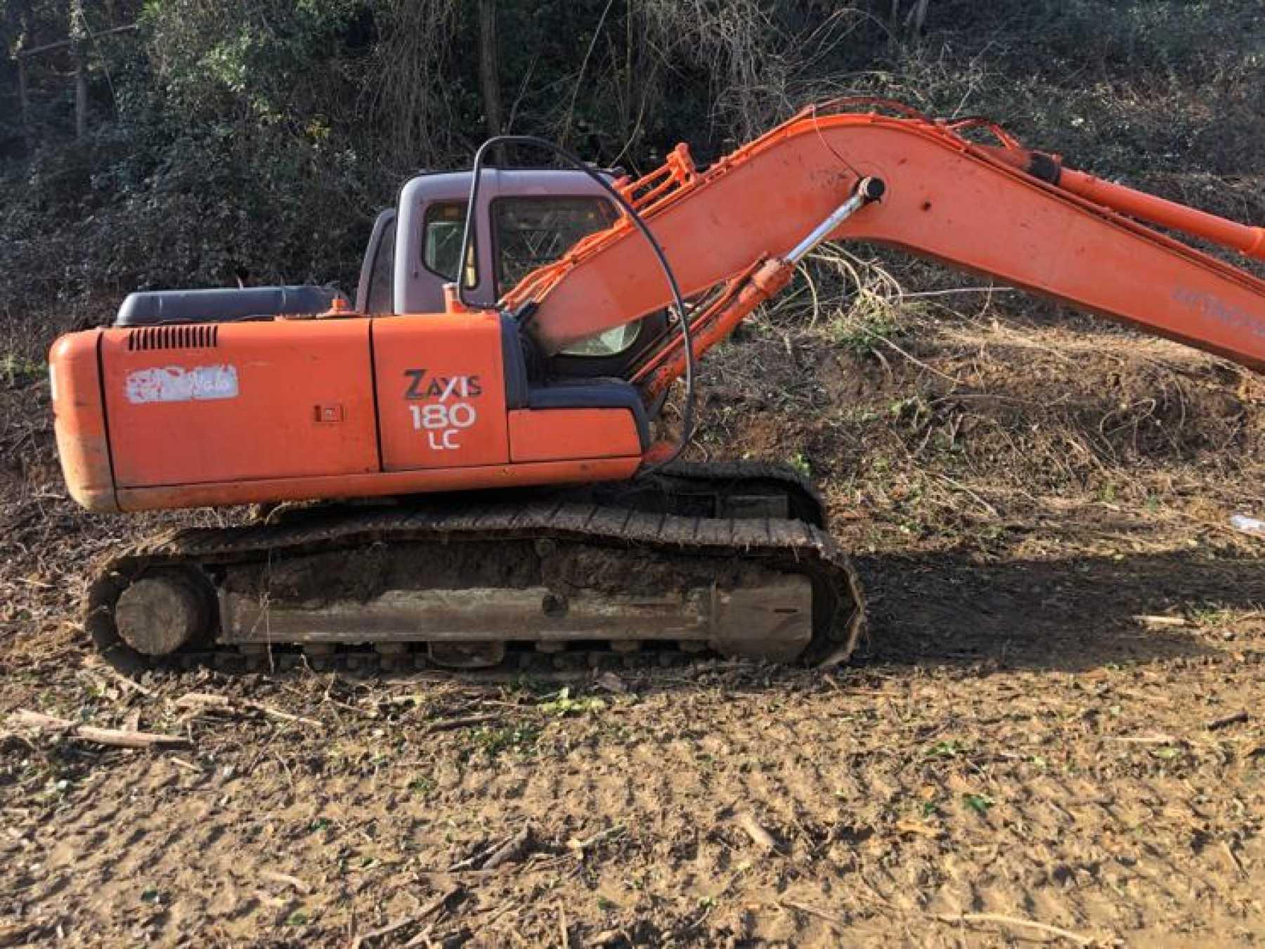Escavatore cingolato in buone condizioni.