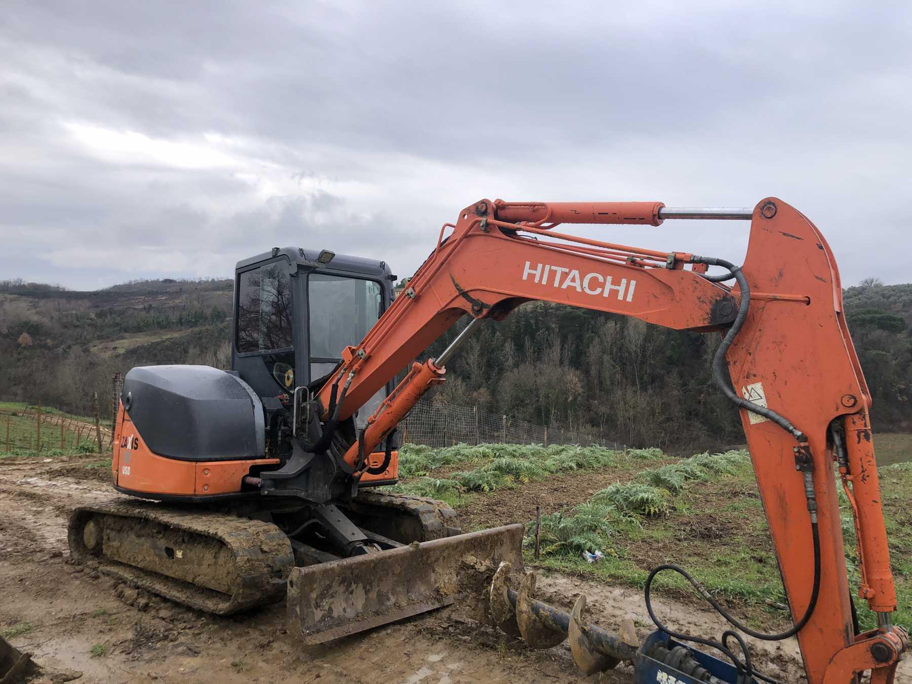 Mini escavatore cingolato in buone condizioni.